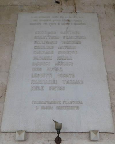lapide_commemora