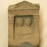 La stele funeraria di Vassa e Rufa di Cales