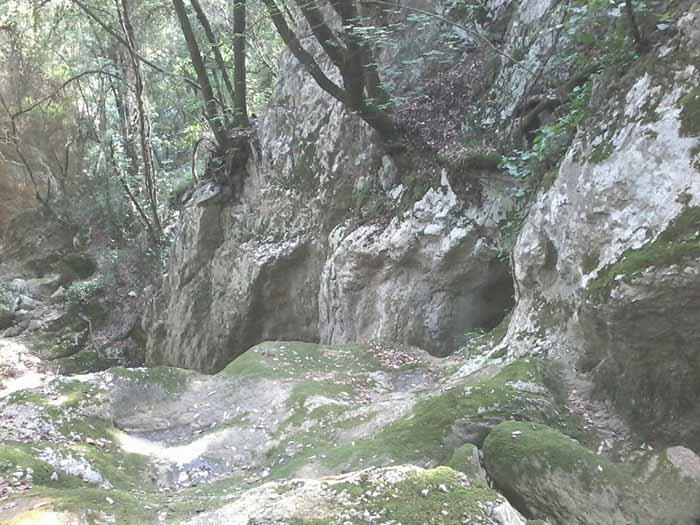 La grotta dei soldati